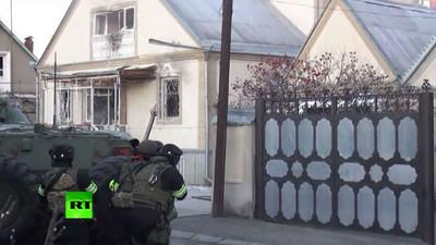 歹徒死守!戰鬥民族警察攻堅不成 只好把房子炸了