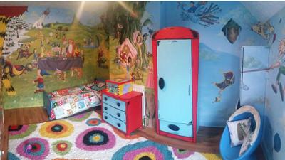 想鼓勵女兒多看書 媽媽將房間改造成童話王國