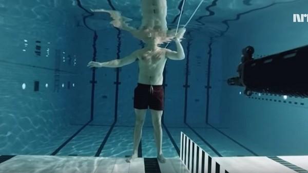 在水中對自己開槍不會死?物理學家賣命告訴你為什麼