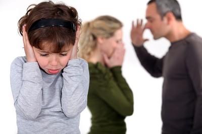 妻不想回婆家過年 夫甩巴掌拖進廁所