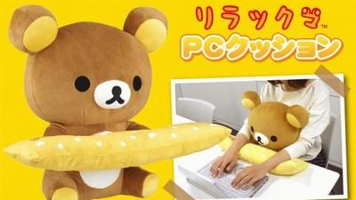 又萌又實用「懶熊電腦枕」,一邊抱抱一邊工作好開心♥