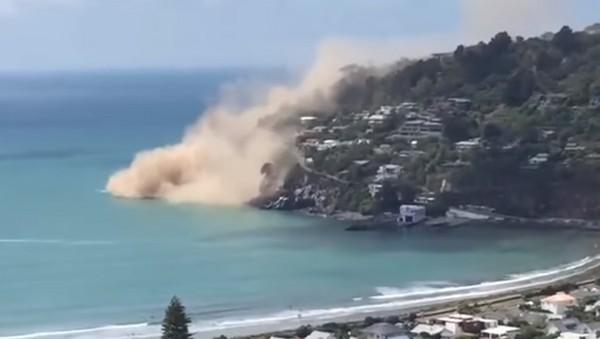 紐西蘭基督城 Facebook: 紐西蘭基督城發生5.8大地震! 整片山崖崩落滾入海中