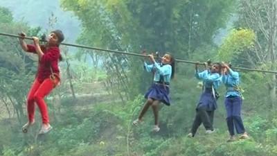 世界最危險上學路,尼泊爾孤村今天依舊靠流籠才能外出