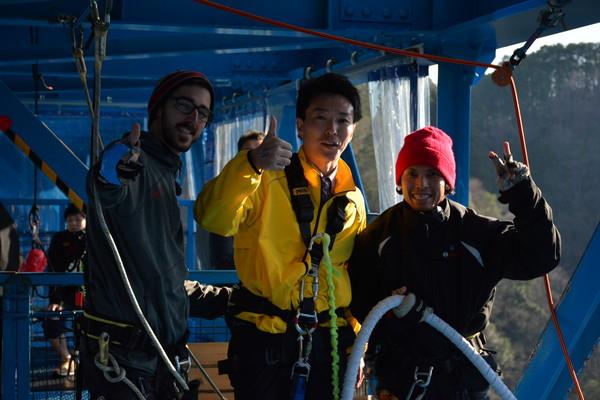 日本最高最美高空彈跳!躍下100公尺山谷讓人更有勇氣