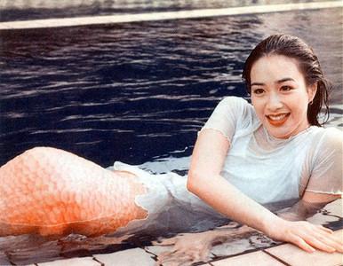 鍾麗緹24歲《人魚傳說》美照起底!透明美胸S曲線辣翻