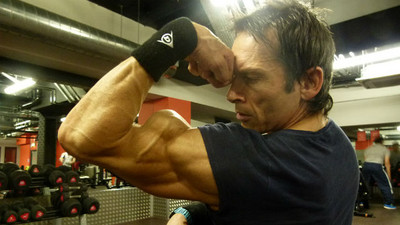 全球體脂最低!有著「殺手級肌肉」45歲搬運工