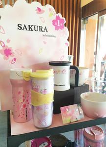 上野公園的星巴克享受賞櫻氣氛。欣賞Plantica設計的櫻花盛開