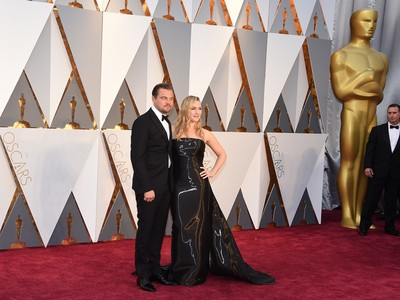 奧斯卡/是《鐵達尼號》!凱特溫絲蕾勾李奧納多登紅毯