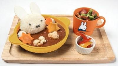 米飛兔早餐,用咖哩往兔頭淋上去,爽!