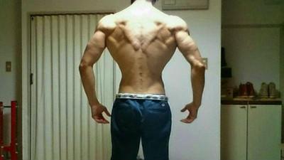 日本網友曬倒三角健身成果,比起身材..乳量更叫人在意