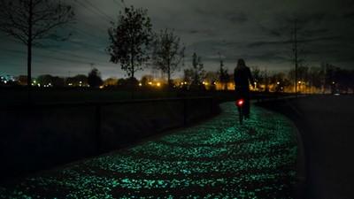 受梵谷名畫啟發的自行車道,宛如飛馳在銀河之上