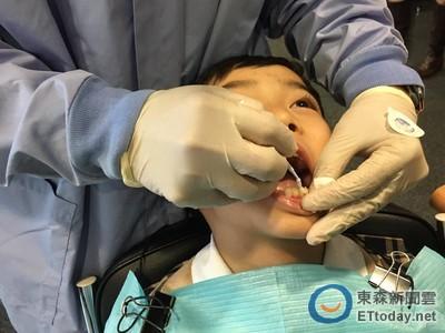 刷牙不愛用牙膏 偏鄉小兒蛀牙流膿竟是「蜂窩組織炎」