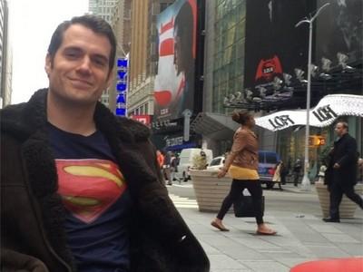 野生「超人」出沒時代廣場!亨利卡維爾「0喬裝」超得意