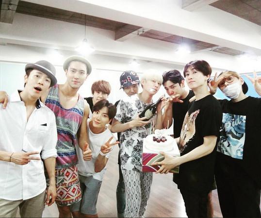 Super Junior第6位軍中成員! 厲旭6月低調入伍。(圖/翻攝自推特、IG)