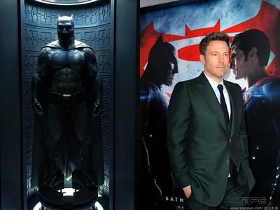 班艾佛列克在片場偷蝙蝠俠裝備 遭工作人員抓包糗炸!