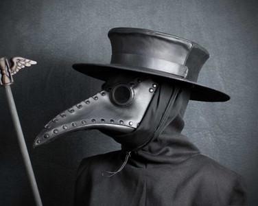 防疫史上最妖的口罩! 中世紀「烏鴉嘴醫生」裡頭聞的是高級香氛