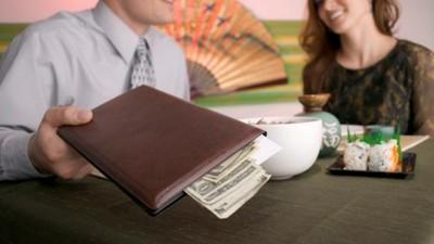 台女約會不付錢是常態?出門吃飯到底要不要AA啊~