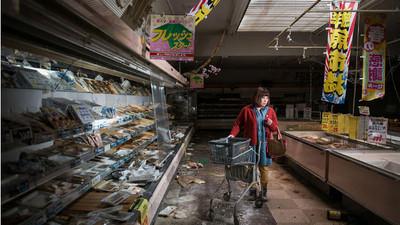 傷痕仍未褪去…攝影師讓核災居民重回福島假裝生活