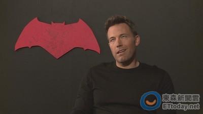 老爸就是蝙蝠俠女兒完全不care!班艾佛列克大翻白眼