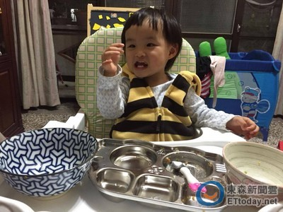 吃飯時不要看電視! 媽咪必知幼兒防噎3步驟