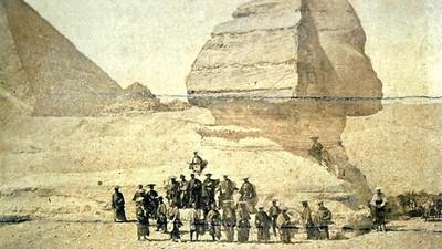 日本武士遇上埃及人面獅身像,1864年這張合照是真的