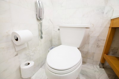 好奇女生私處 女廁偷拍他崩潰