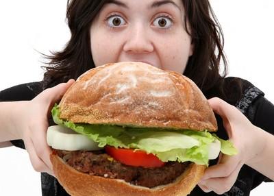 「變胖真正原因」破萬網友狂推!8pm後進食、大吃炸雞根本沒差