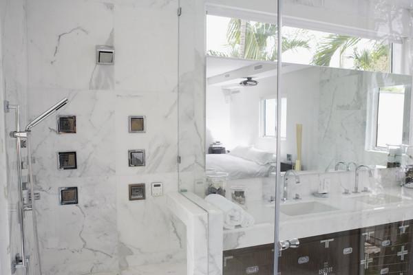 透明玻璃浴室飯店。(圖/達志/示意圖)
