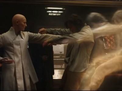 《奇異博士》預告!班奈迪克被「光頭女」打到靈魂出竅