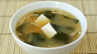 吃膩豆腐和海帶!下次放這7種材料煮出超~好喝味噌湯