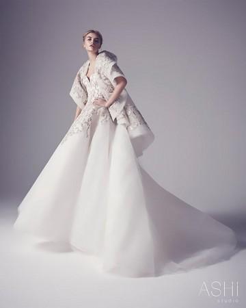 杨幂白色婚纱裙走红毯_低胸白裙走红毯-吉莲 安德森亮相红毯 性感白裙美艳动人