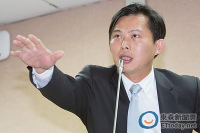 「誰核給遠雄20.6公頃土地?」 黃國昌:政府還踢皮球