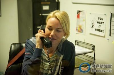 寶寶很苦但... 娜歐蜜華茲半夜3點打給傑克葛倫霍談心