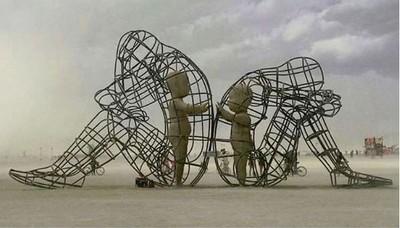 每個吵架的人,內心都住著一個想相互擁抱的孩子…