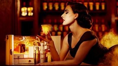 在酒吧暗自啜飲看來已經很慘,千萬別再做這3件事