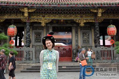 挪威女導演跟拍兒子8年 樂訪龍山寺一秒變唐朝人