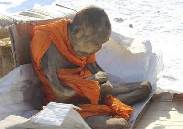 蒙古挖出200歲高僧木乃伊 「盤坐肉身」不腐原因成謎