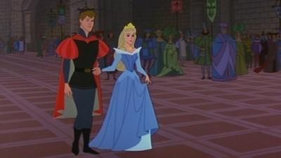 睡美人公主禮服是啥色?藍色..桃紅..欸!真的會變色!