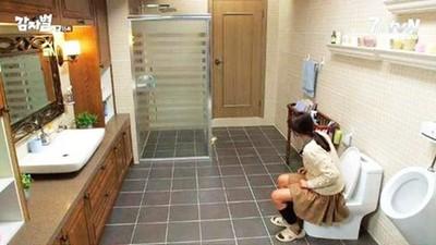 馬桶蓋沒掀、離門距離超遠..女孩們的公廁恐懼有..