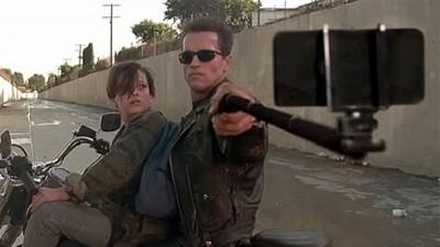 當電影中的「手槍」都變→自拍棒,阿諾都不阿諾了