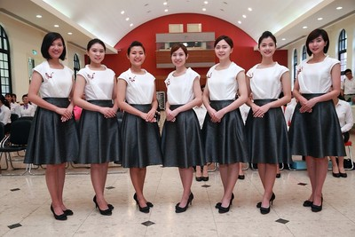 總統府女性禮賓人員可穿褲裝