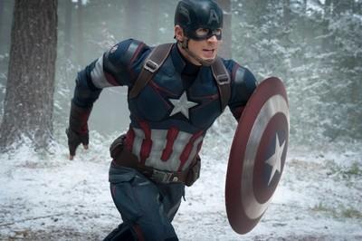 美國隊長最強絕招:扭轉物理定律把盾牌當迴力鏢