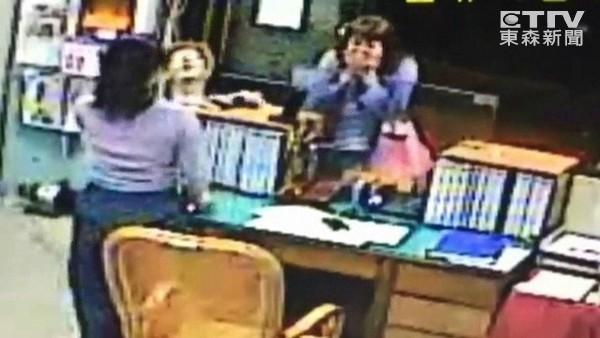 30分找回名牌皮夾+居留證 日男跪地喊:台灣太厲害了