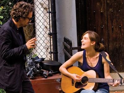 綺拉奈特莉被轟演技差 《曼哈頓戀習曲》導演後悔合作