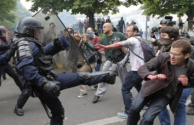 號稱地表最強的法國工會 連總統也得低頭?