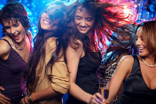 16個女生去夜店的冷知識,原來閨密是用來擋「怪人」