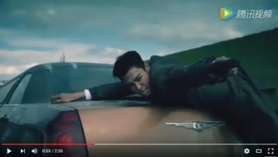 T.O.P入伍前最後作品影片曝光! 單手攀在跑車上帥炸