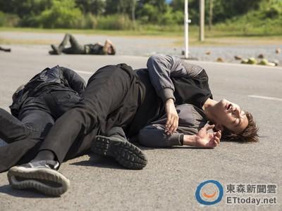 李敏鎬頭部狠撞地「咚」一聲!打戲搏命飛踢急壞劇組