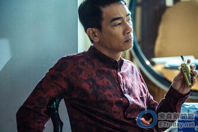 陳小春從山雞「等級」三級跳 化身狂妄囂張高智慧罪犯