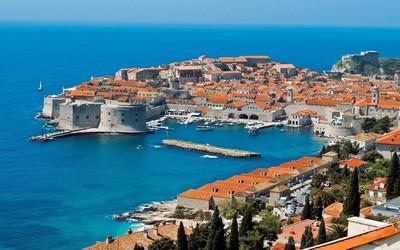 《冰火》帶你去克羅埃西亞! 朝聖紅瓦君臨城,深邃藍洞住著精靈